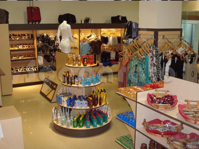 Mobiliario para tienda de ropa Cancún.